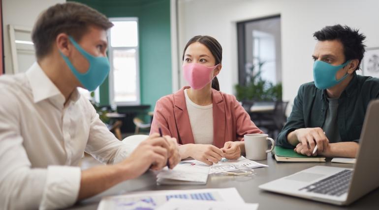 Maskeli Dünyamızda İletişim Engellerini Nasıl Aşarız?