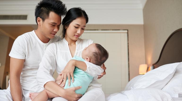 Bebek Bakımı için Sürekli Kavga Eden Yeni Ebeveynler